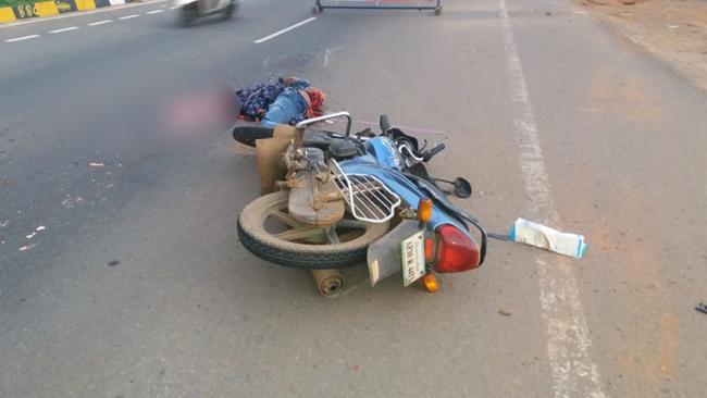 One dies in road accident - Sakshi