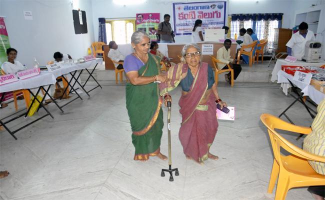 Minimum Facilities Not Available In Kanti Velugu Medical Camps Nizamabad - Sakshi