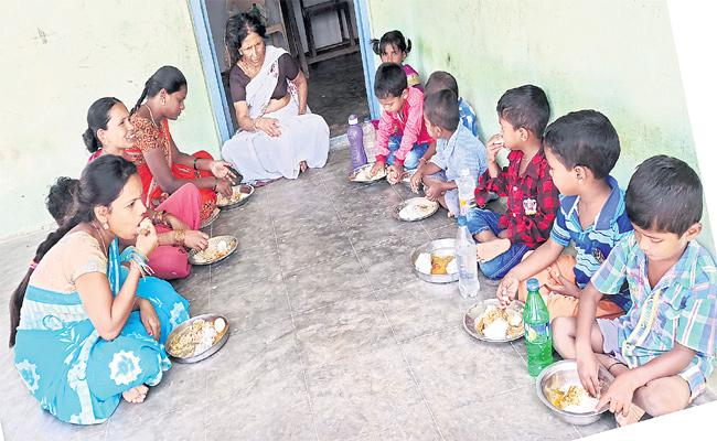 Arogya Laxmi Scheme Not Implemented Medak - Sakshi