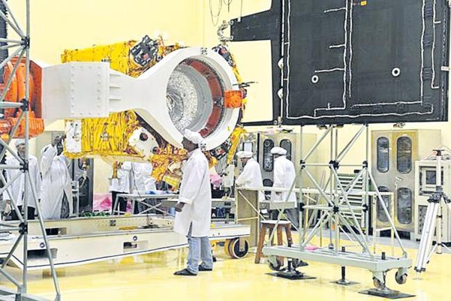 India's Second Moon Mission Targets Helium-3 - Sakshi