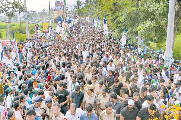 Farmers says their problems with YS Jagan At Pendurthi - Sakshi