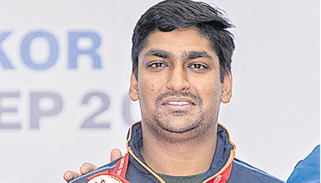 World shooting championship: Ankur Mittal hits gold in double trap - Sakshi
