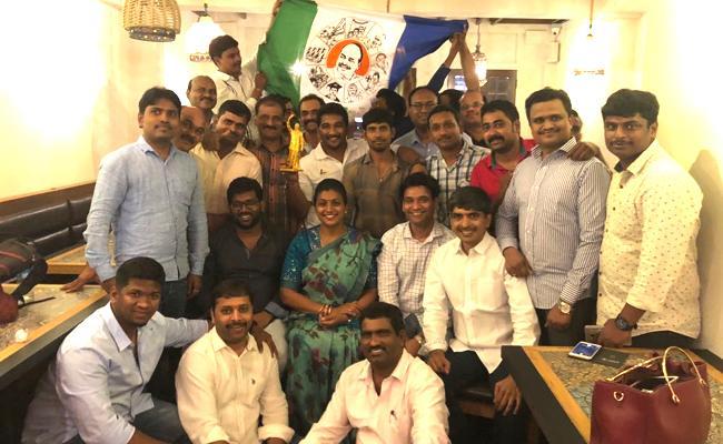 RK Roja Met YSR Congress Party Singapore Committee - Sakshi