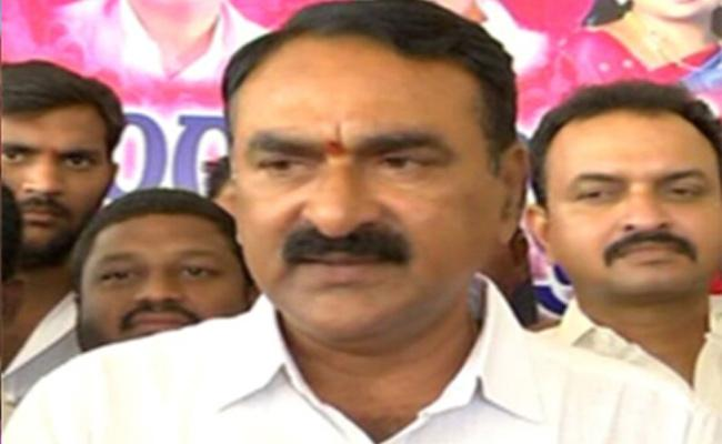 Errabelli Pradeep Rao Fires On Konda Surekha - Sakshi
