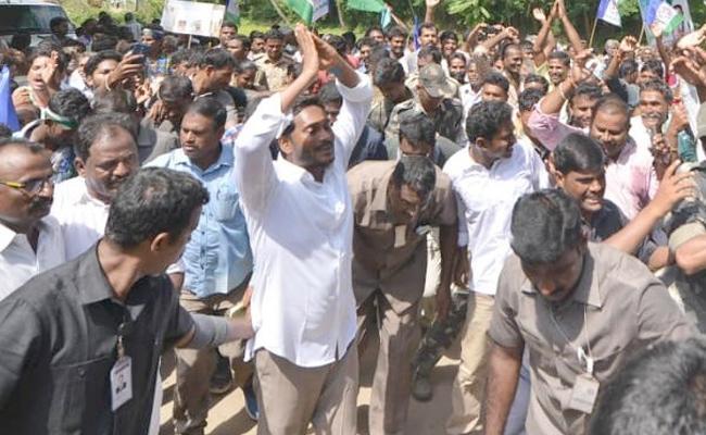 YS Jagan 258th Prajasankalpayatra Started In Visakapatnam - Sakshi