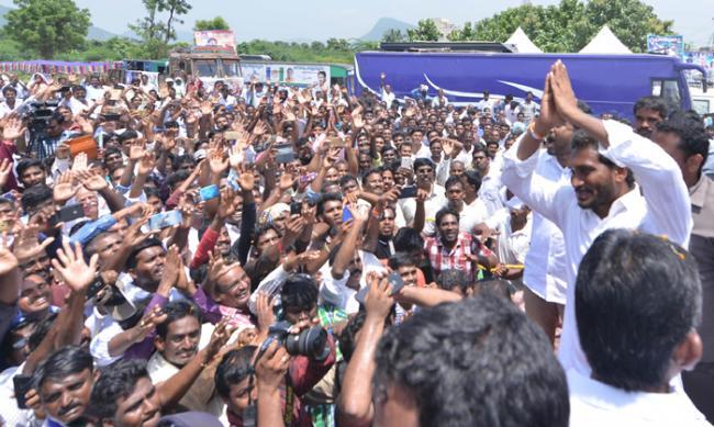 ys jagan mohan reddy praja sankalpa yatra in visakhapatnam - Sakshi