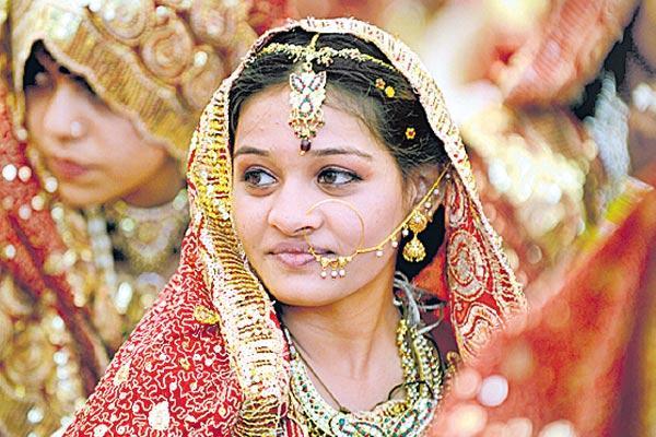 Gold is weak in September - Sakshi