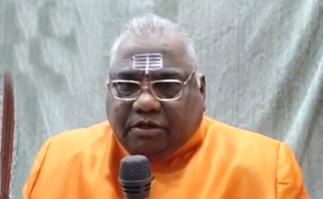 Controversy Between Tadipatri Police And Prabodhananda Devotees - Sakshi