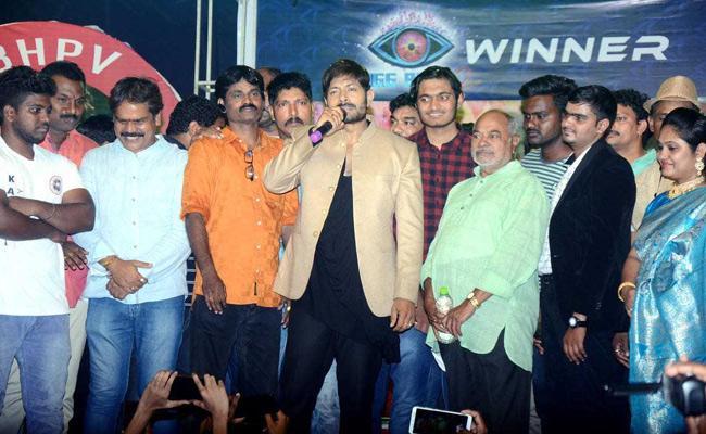 Bigg Boss 2 Winner Kaushal Speech In Successful Event In Visakhapatnam - Sakshi