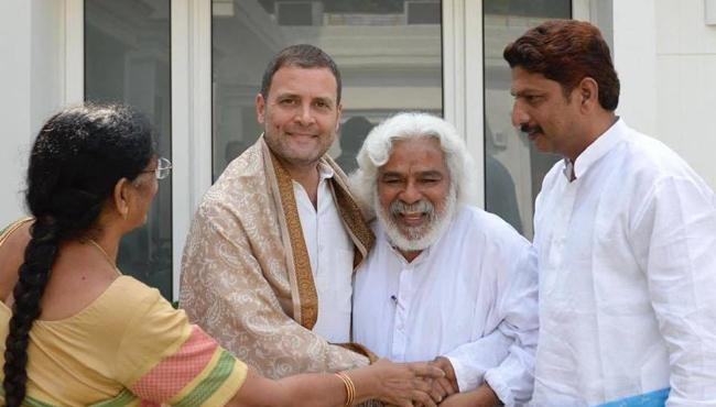Popular Singer Gaddar Meets Congress Chief Rahul Gandhi - Sakshi