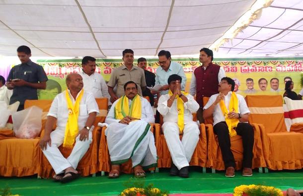 High Court Stay Order To Yemmiganur Market Yard post - Sakshi