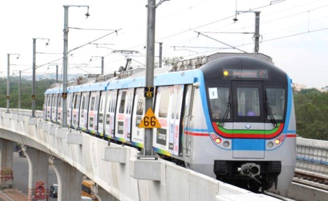 Technical Problem In Hyderabad Metro Train Stops At Balanagar Station - Sakshi