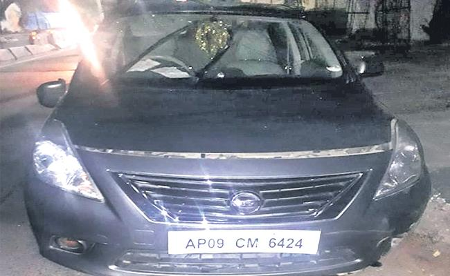 Hyderabad Police Caught Woamn In Drunk And Drive At Jubilee Hills - Sakshi