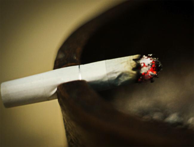 Ends life to Cigarettes - Sakshi