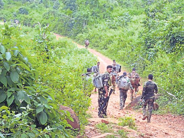 Four Maoists are arrested - Sakshi