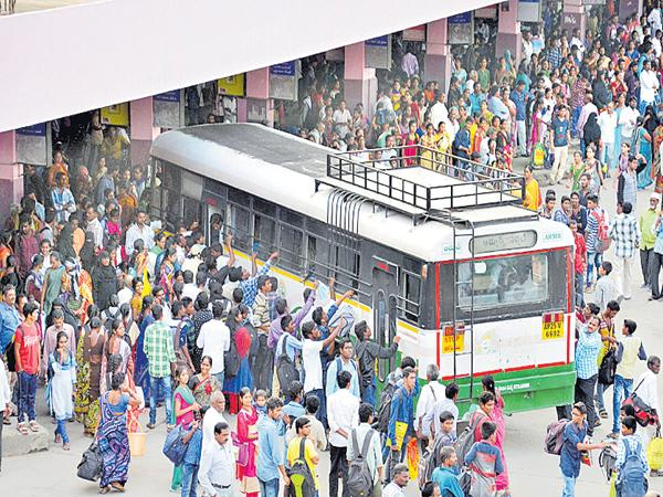 Dussehra rush in RTC - Sakshi