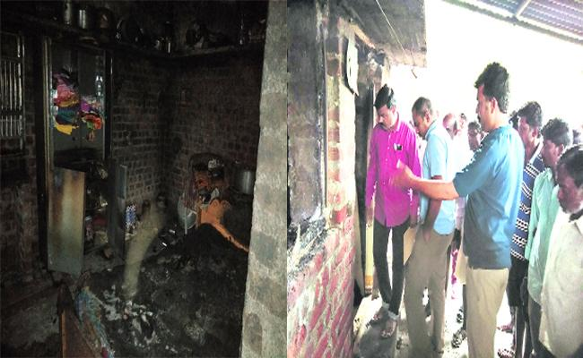 House Burned In Warangal - Sakshi