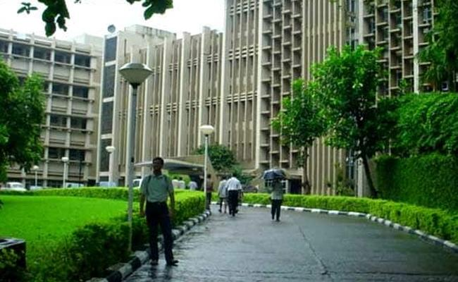 IIT Bombay Got Top Rank In QS Rankings For Indian Institutions - Sakshi