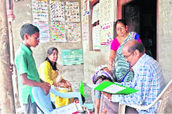 Problems in anganwadi centers at Guntur - Sakshi