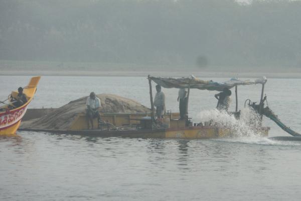 Sand boat sinking In Krishna River - Sakshi