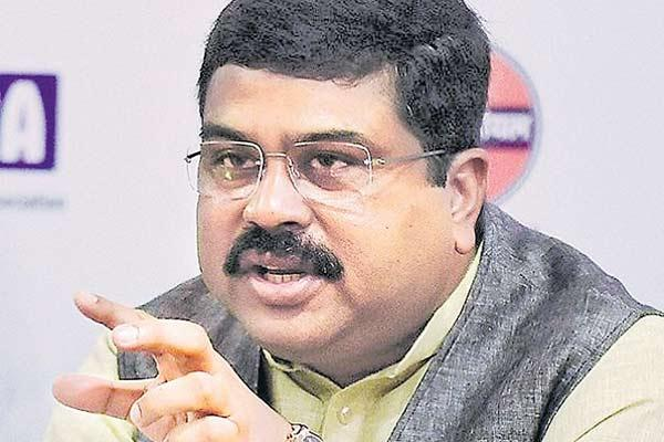 Dharmendra Pradhan says government does not interfere in fuel pricing - Sakshi