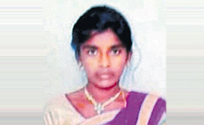 Man kills teenage Daughter - Sakshi