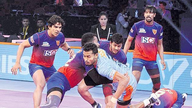Dabang Delhi beat Bengal Warriors 39-30 in PKL - Sakshi