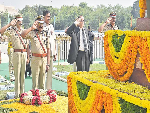 Remember the sacrifices of martyrs - Sakshi