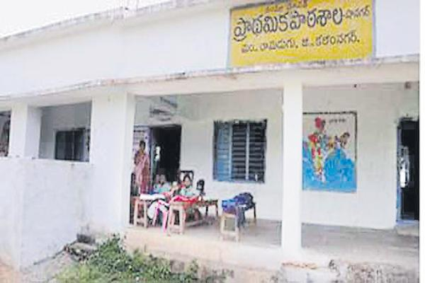 Transco notices to the Govt schools for Power bills - Sakshi