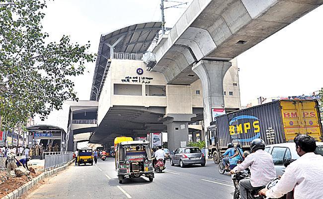 More Passengers From LB Nagar Metro Station - Sakshi