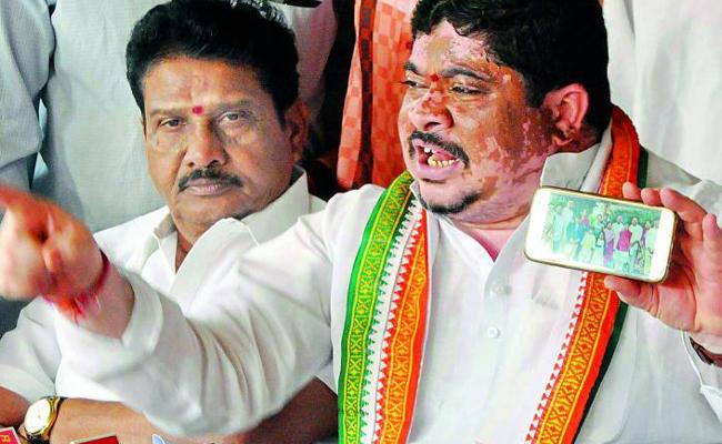 Congress Leader Ponnam Prabhakar Fires On KCR In Karimnagar - Sakshi