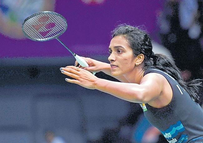 Saina Nehwal, Kidambi Srikanth into the quarter finals - Sakshi