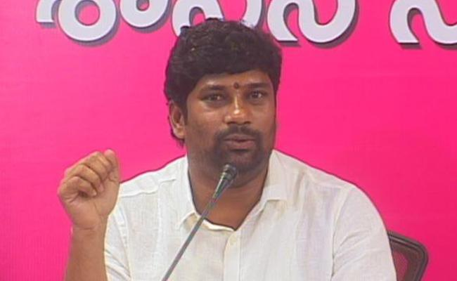 MP Balka Suman Fires On Congress Party Leaders - Sakshi