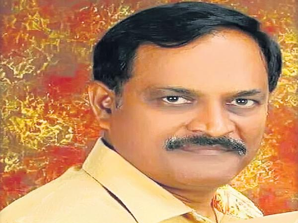 Harshavardhan is closest to Chandrababu and Lokesh - Sakshi