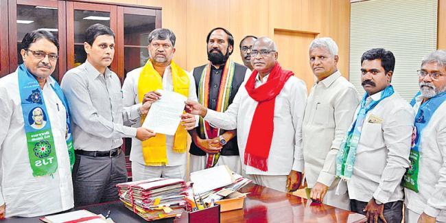 Congress allies' plaint to EC on KCR - Sakshi