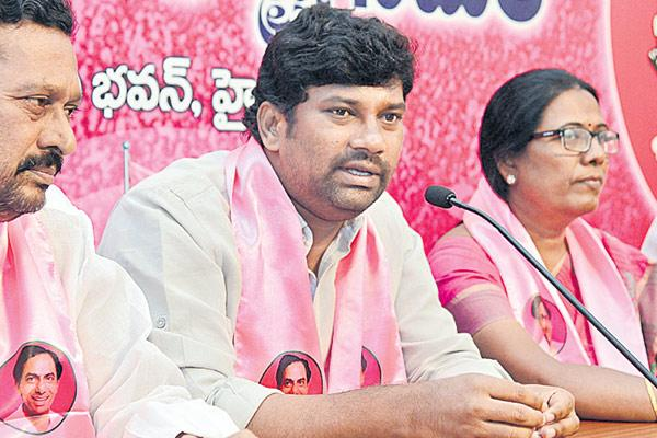 Balka suman comments over congress - Sakshi