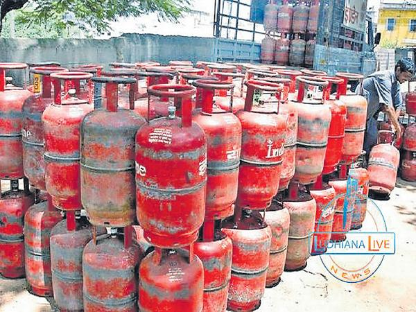 Again increased the price of cooking gas cylinder - Sakshi