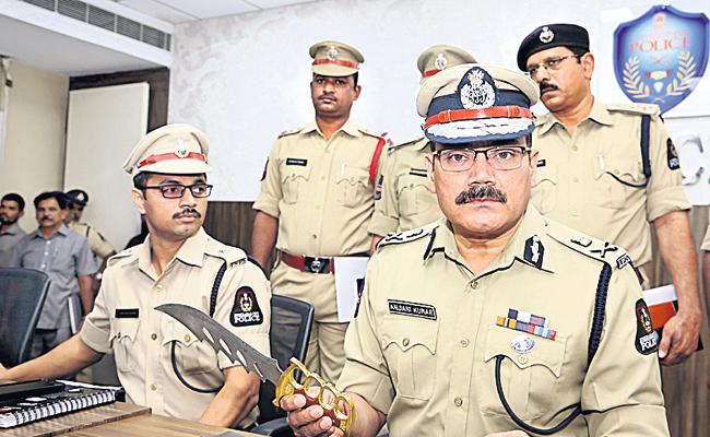 Chain Snatcher Aslam Arrest In Hyderabad - Sakshi