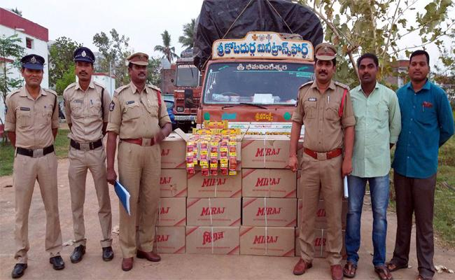 Khaini Packets Caught In Srikakulam - Sakshi