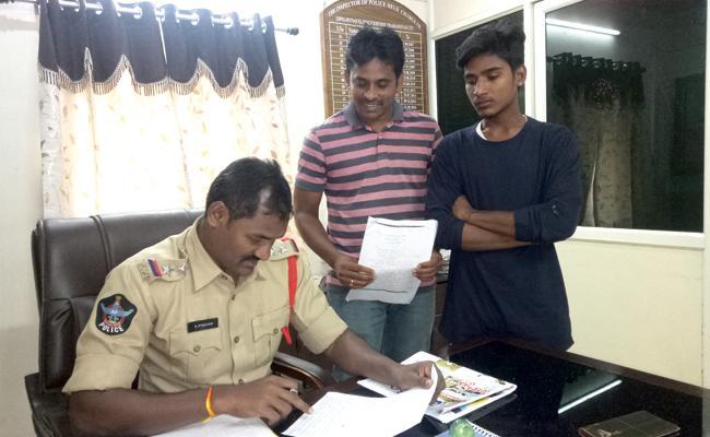 Lucky Draw Dip Cheating In Visakhapatnam - Sakshi