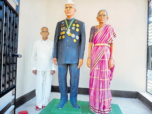 Andhra Pradesh Man Builds Temple Of Love For Dead Wife - Sakshi