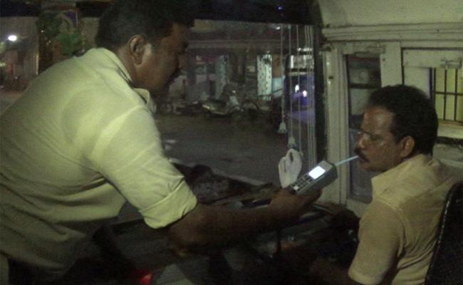 Drunk and Drive Case Filed On Collefge Bus Driver - Sakshi
