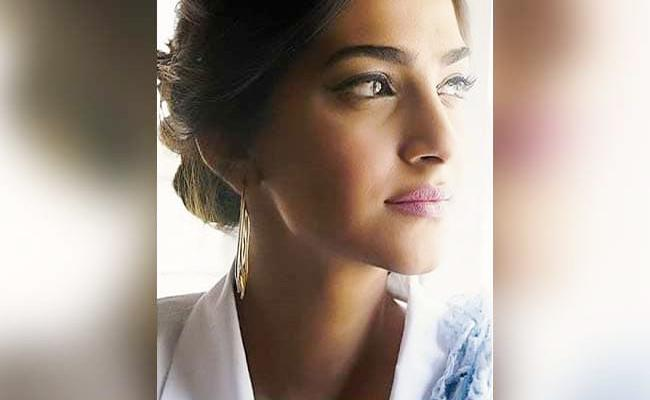 Sonam Kapoor Signs Off From Twitter For A While - Sakshi