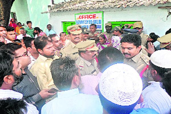 Dargah Hazrat takeover attempt - Sakshi