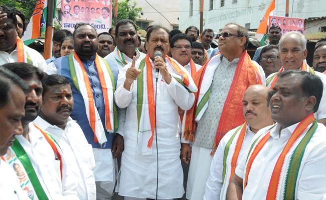 Congress Leader RC Kuntia Slams KCR In Election Campaign - Sakshi