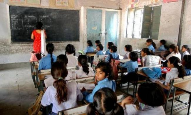 Students In Delhi Schools Asked To Recite Gayatri Mantra - Sakshi
