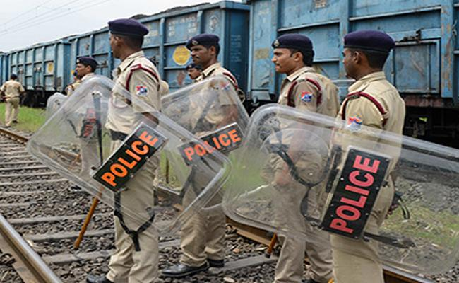 350 People Arrested In Gujarat For Attacks On Non Local - Sakshi