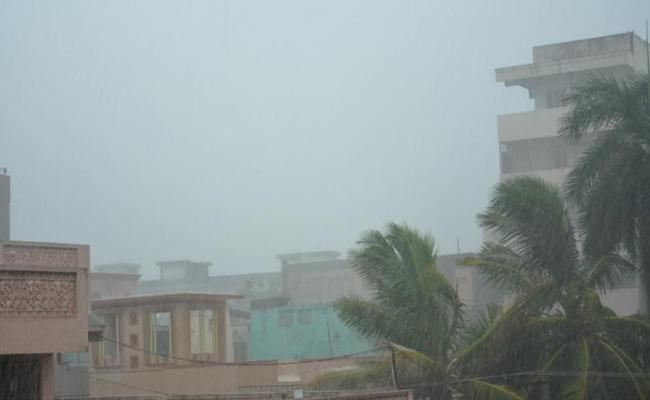 Heavy Rains In North Andhra Coastal Area Warns Weather Forecasts - Sakshi