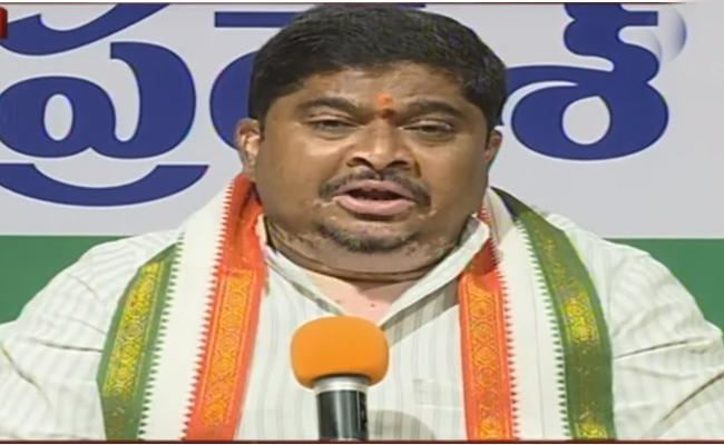 Ponnam Prabhakar Interesting Comments On KCR And Modi - Sakshi