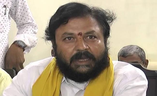 Journalists complaints Againist TDP MLA Chintamaneni Prabhakar In Eluru - Sakshi
